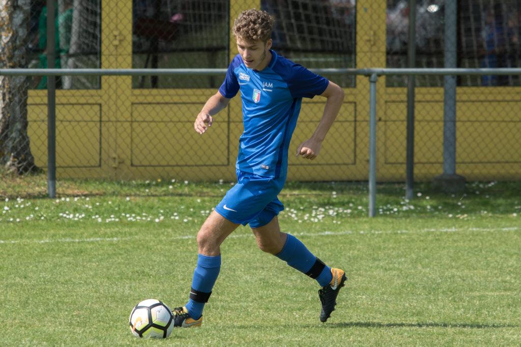 CS Italien résiste à Perly et se hisse en tête