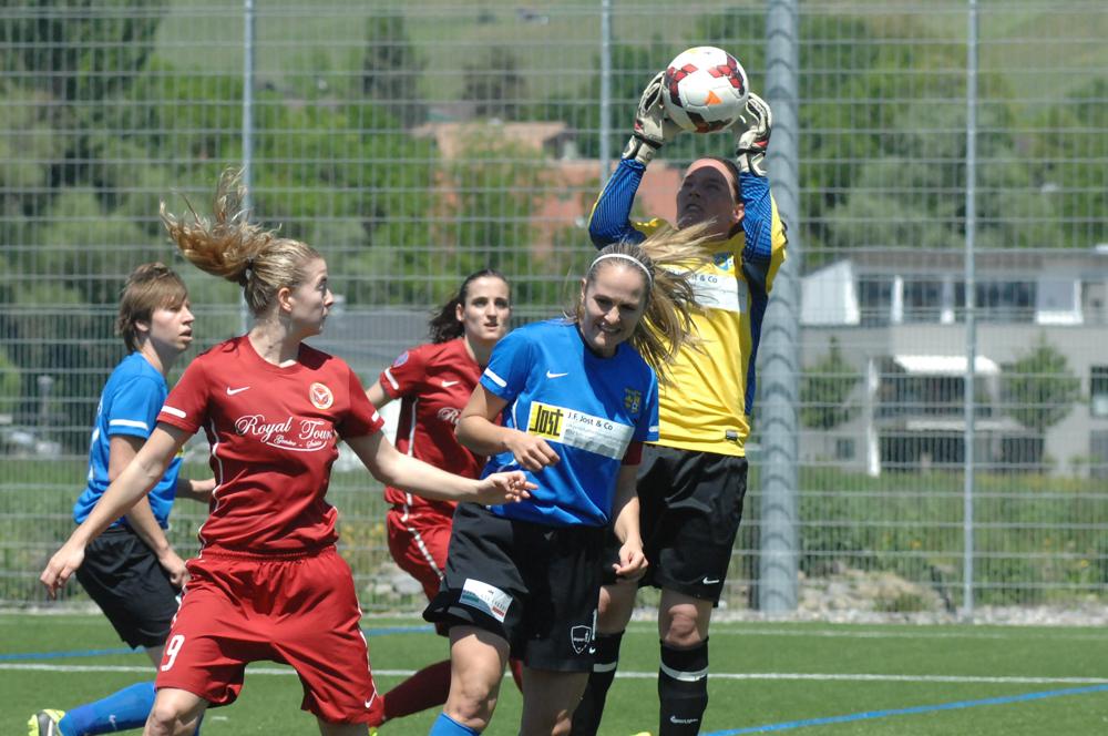 im Meisterschaftsspiel FC Schlieren - Football Chênois Féminin vom 18. Mai 2014 in Schlieren (Bild: Chris Blattmann)